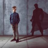 Pubertatea la băieți – ce schimbări aduce și cum o gestionăm